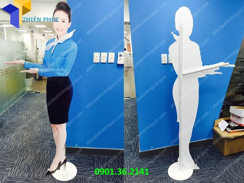 lam-standee-hinh-nguoi-gia-re