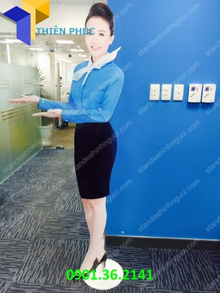 lam-standee-hinh-nguoi-hcm