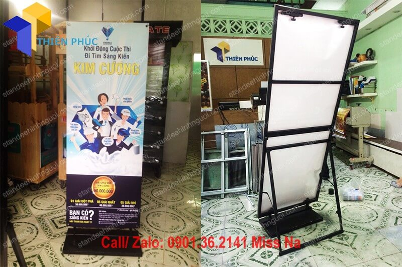 standee-mo-hinh-khung-sat-standee-chan-sat
