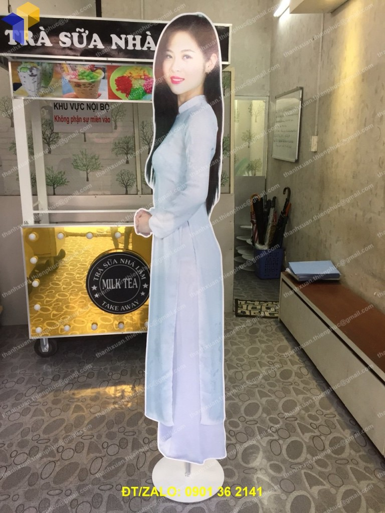 standee mo hinh quang cao