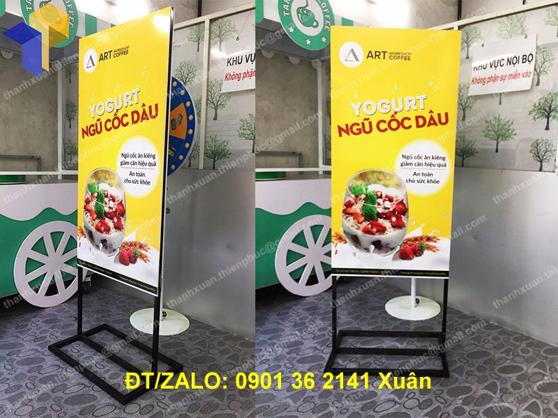 chan standee sat quang cao
